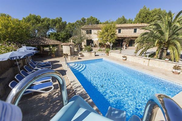 Mansions in picturesque residence in calvia