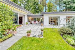 Luxury homes in Exclusive bungalow in direct city forest location