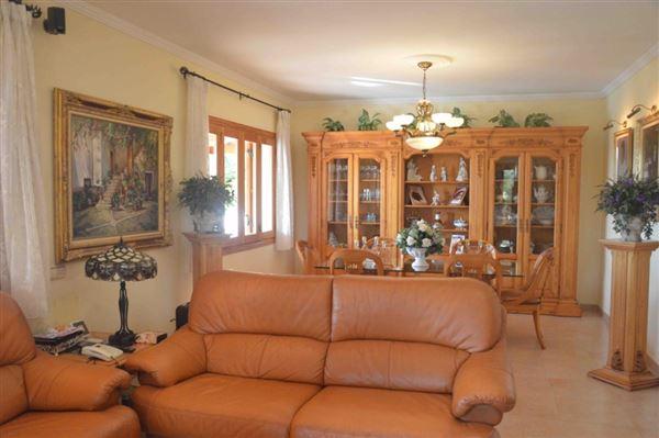 Spacious and charming villa near Palma luxury homes