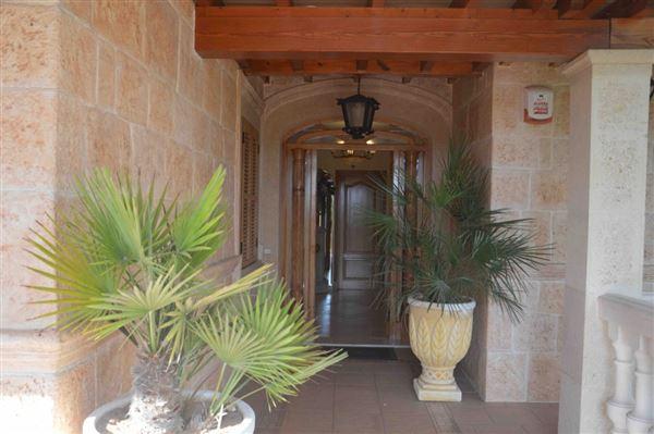 Spacious and charming villa near Palma mansions