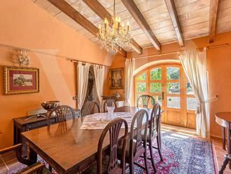 Mansions stately property minutes from picturesque village