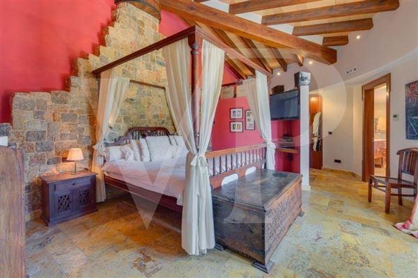 Mansions natural stone villa