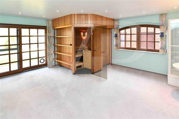 Luxury homes in  fantastic lake property