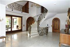 Mansions  stately villa set on beautiful grounds