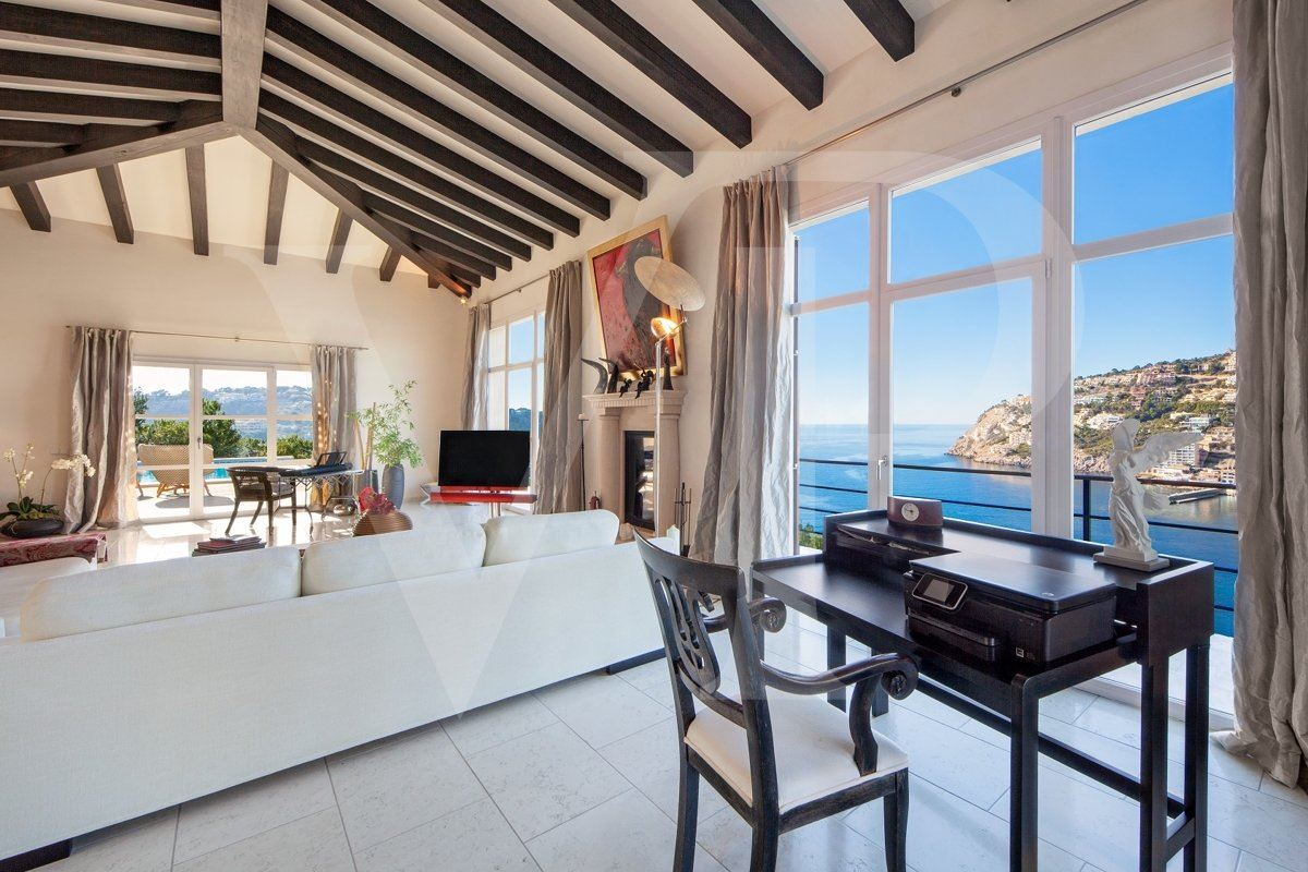 Luxury homes in spectacular sea view location