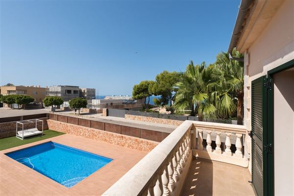 Luxury properties beautiful villa on a quiet cul-de-sac