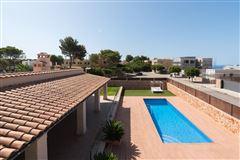 Luxury real estate beautiful villa on a quiet cul-de-sac