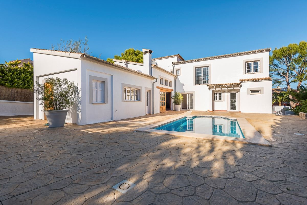 Luxury properties villa with style and character