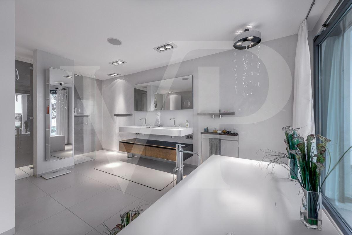Luxury properties modern villa with grand views of bay and meeraus