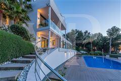 modern villa with grand views of bay and meeraus luxury properties