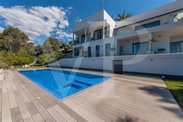modern villa with grand views of bay and meeraus mansions