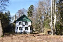 Luxury properties superb lakefront lot with enchanting hunting lodge