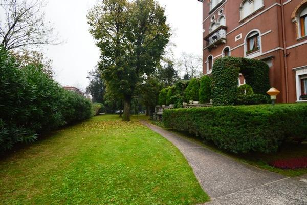 Luxury properties Elegant apartment in villa Liberty