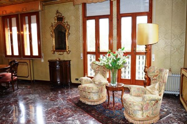 Luxury homes Elegant apartment in villa Liberty
