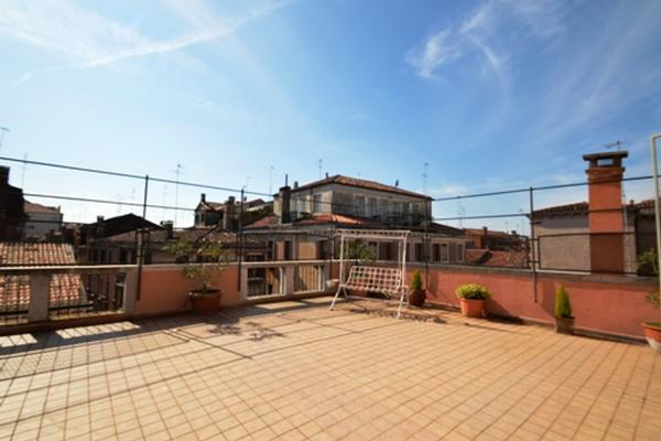 Prestigious apartment with terrace luxury properties