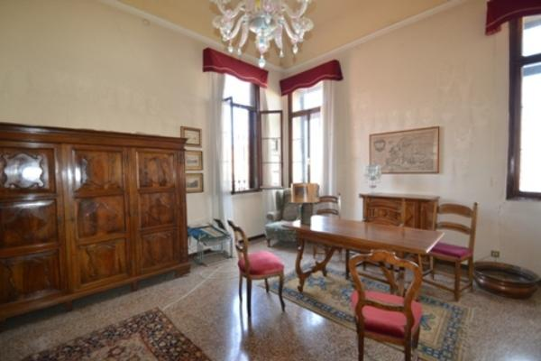Luxury properties Prestigious apartment with terrace