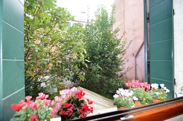 Luxury homes in Large property with private garden