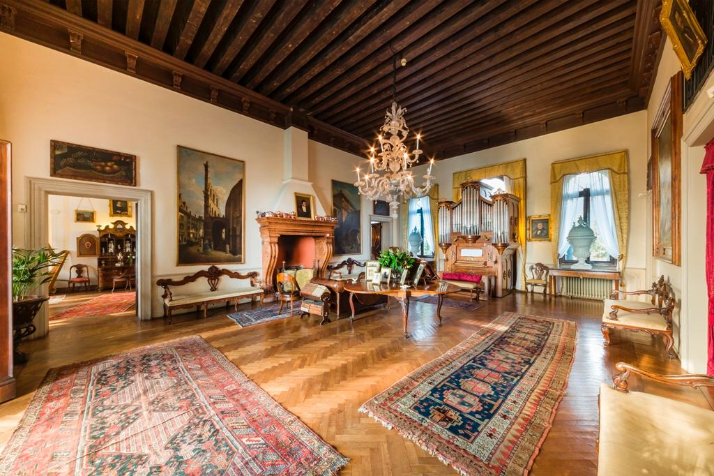 Luxury real estate Venetian Villa in Conegliano