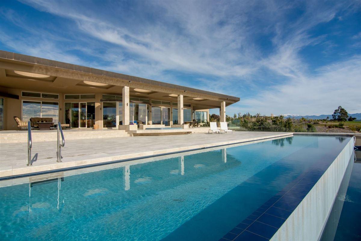 elegant oasis luxury properties