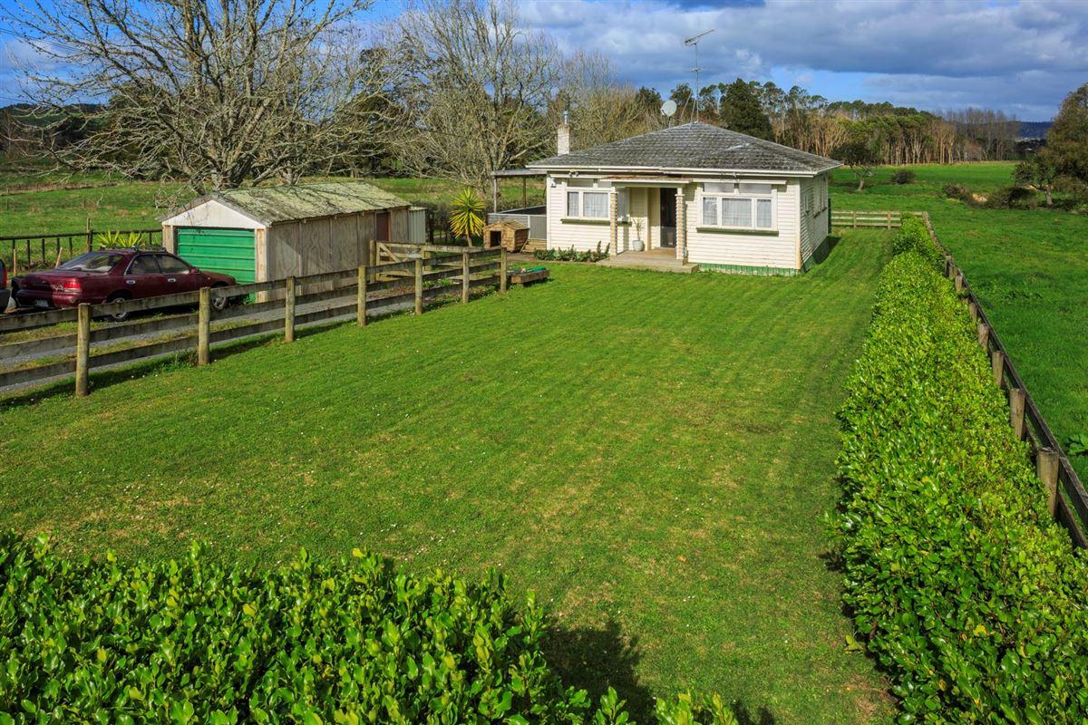 Luxury homes superb 100 acre farm