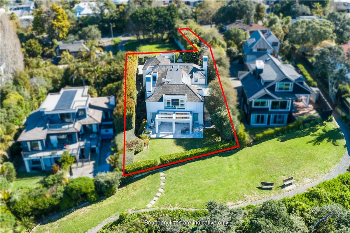 Luxury homes classic Cape Cod on the cliff top