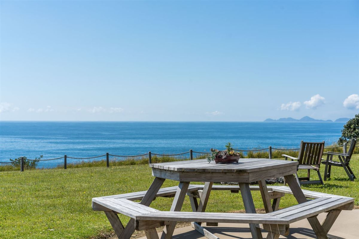Luxury homes very desirable cliff-top property in northland