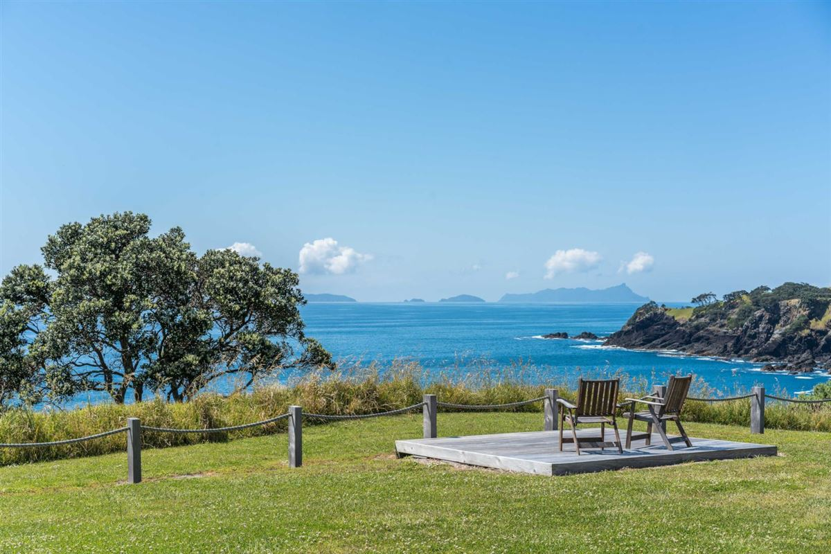 Luxury real estate very desirable cliff-top property in northland