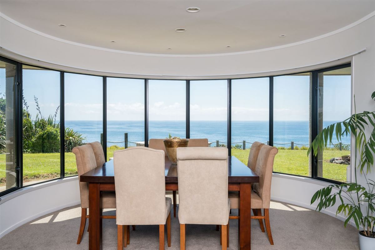 very desirable cliff-top property in northland mansions