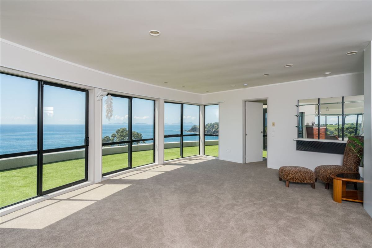 Luxury homes in very desirable cliff-top property in northland