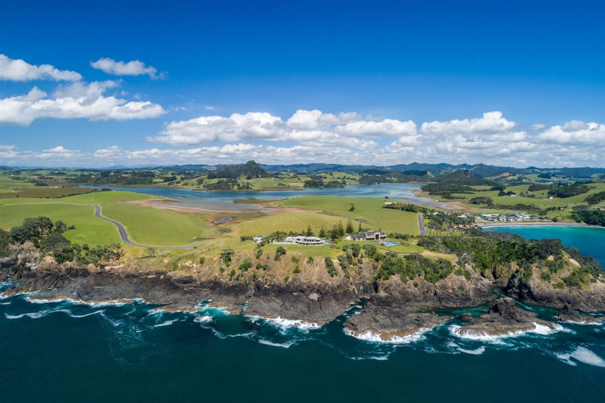 very desirable cliff-top property in northland luxury homes