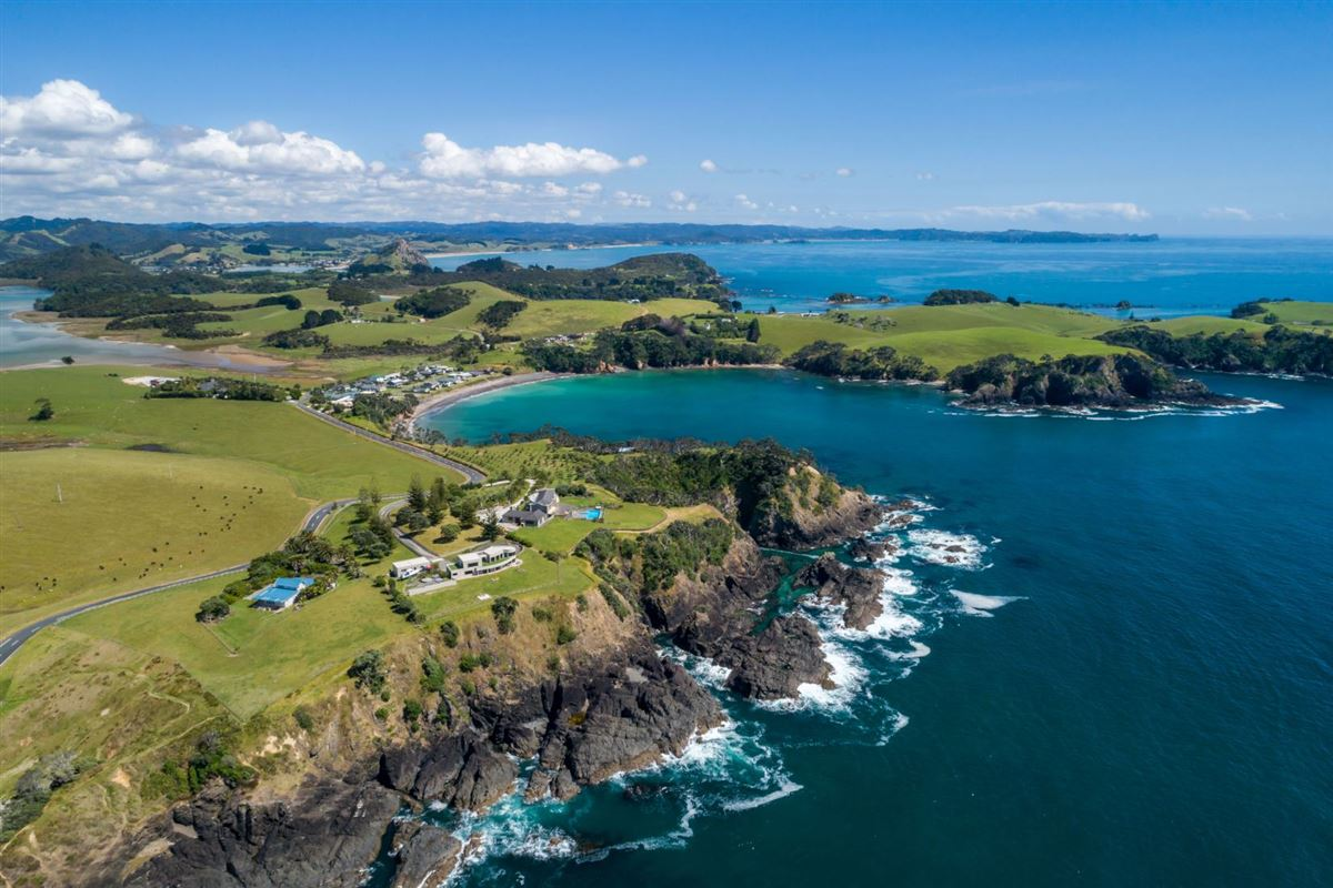 very desirable cliff-top property in northland luxury real estate
