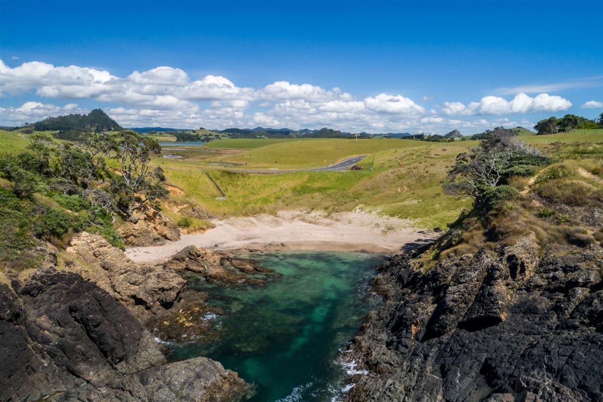 Luxury properties very desirable cliff-top property in northland