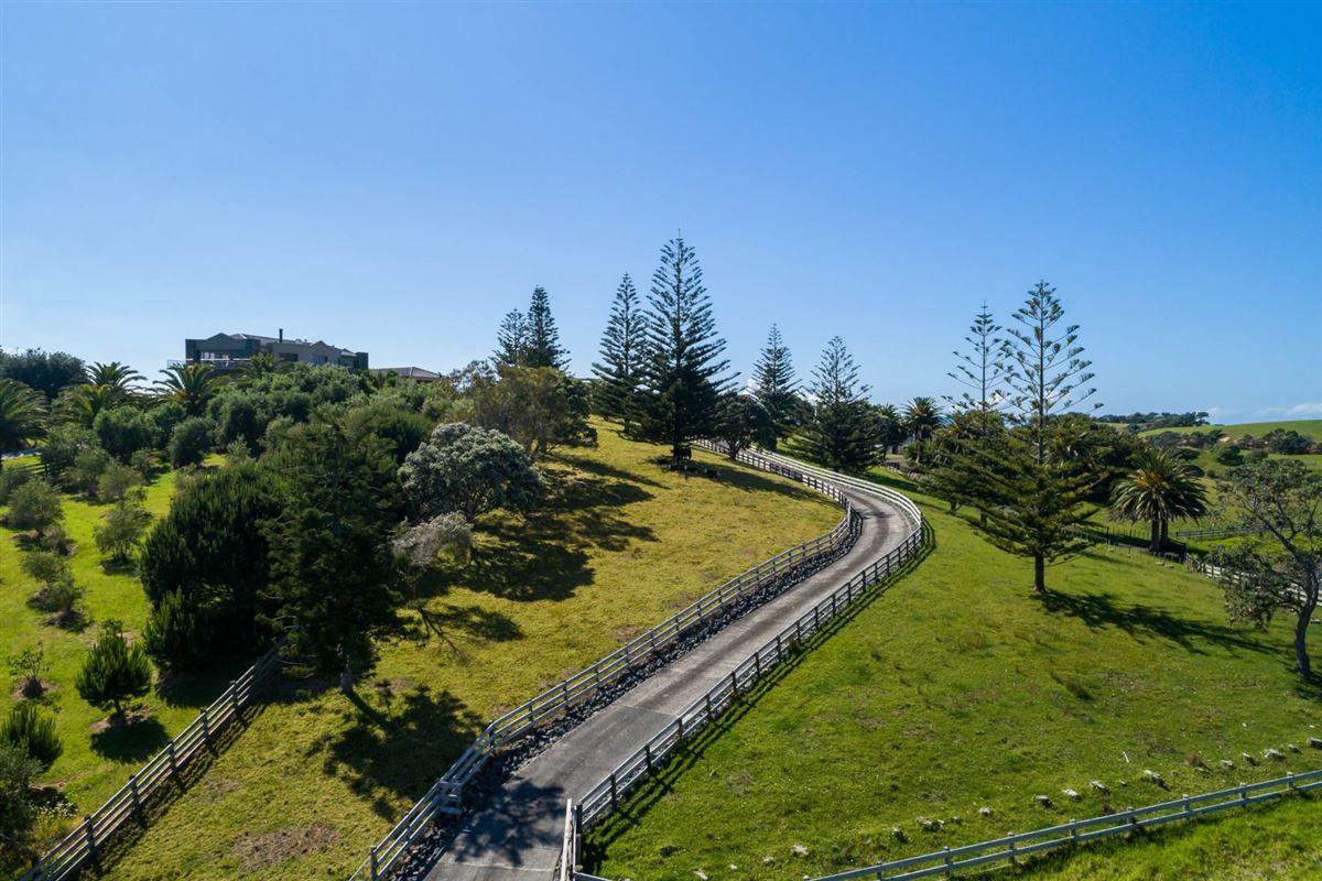 very desirable cliff-top property in northland luxury properties