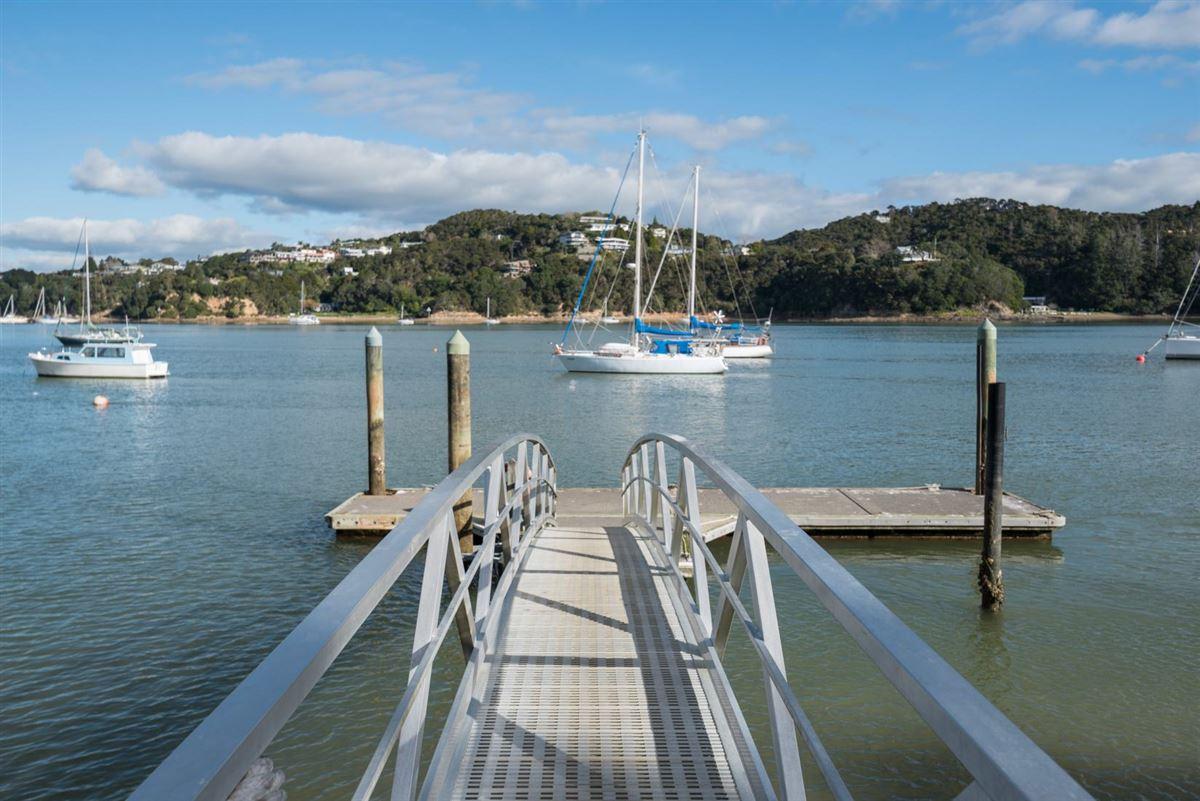 Luxury homes Spectacular Waterfront Hideaway