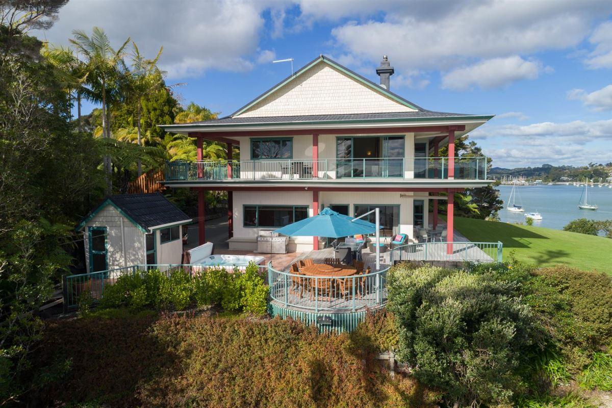 Spectacular Waterfront Hideaway luxury real estate