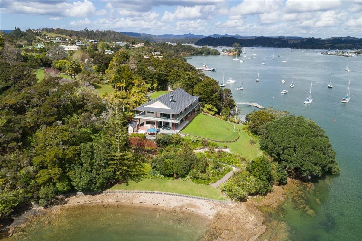 Spectacular Waterfront Hideaway luxury properties