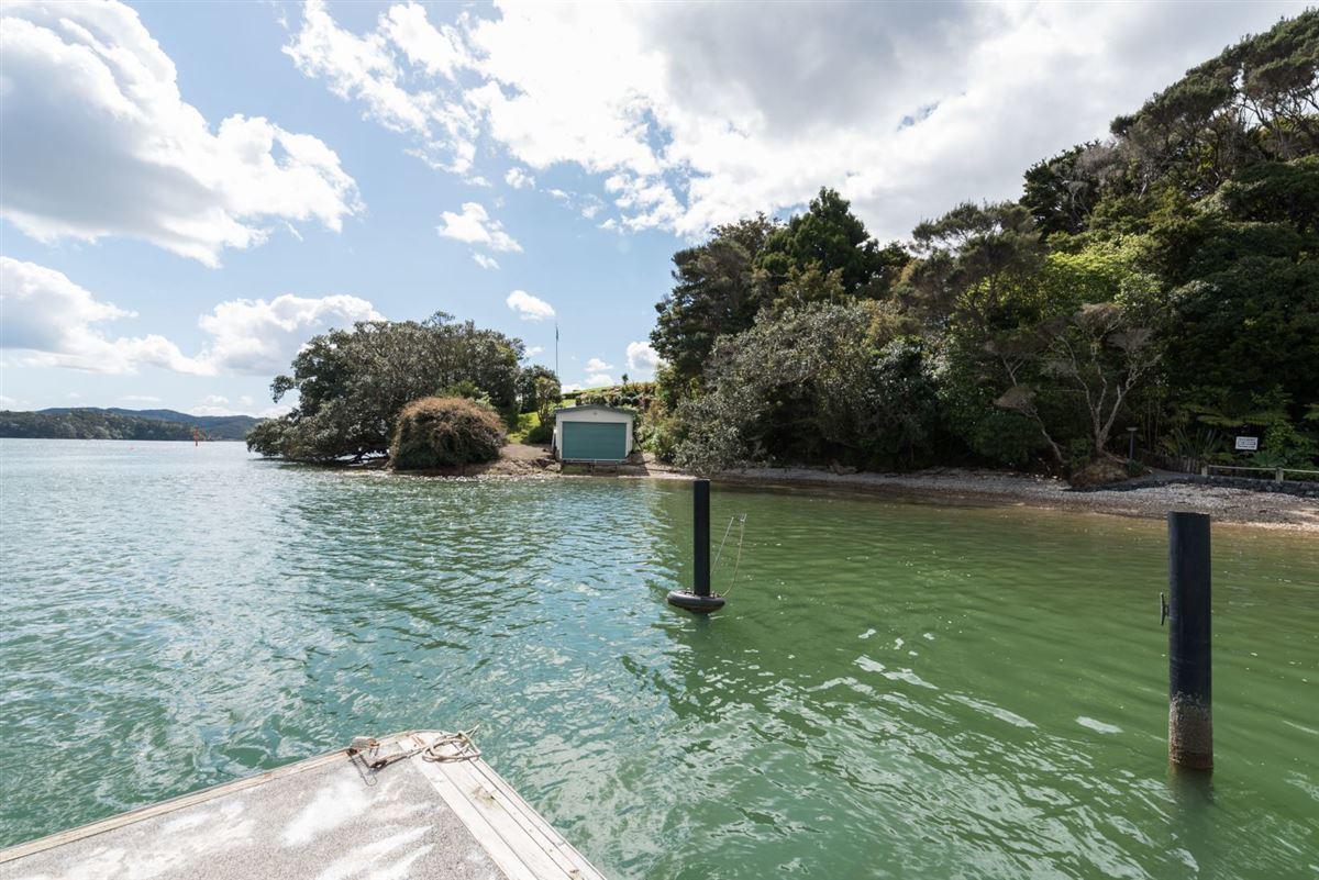 Spectacular Waterfront Hideaway luxury homes