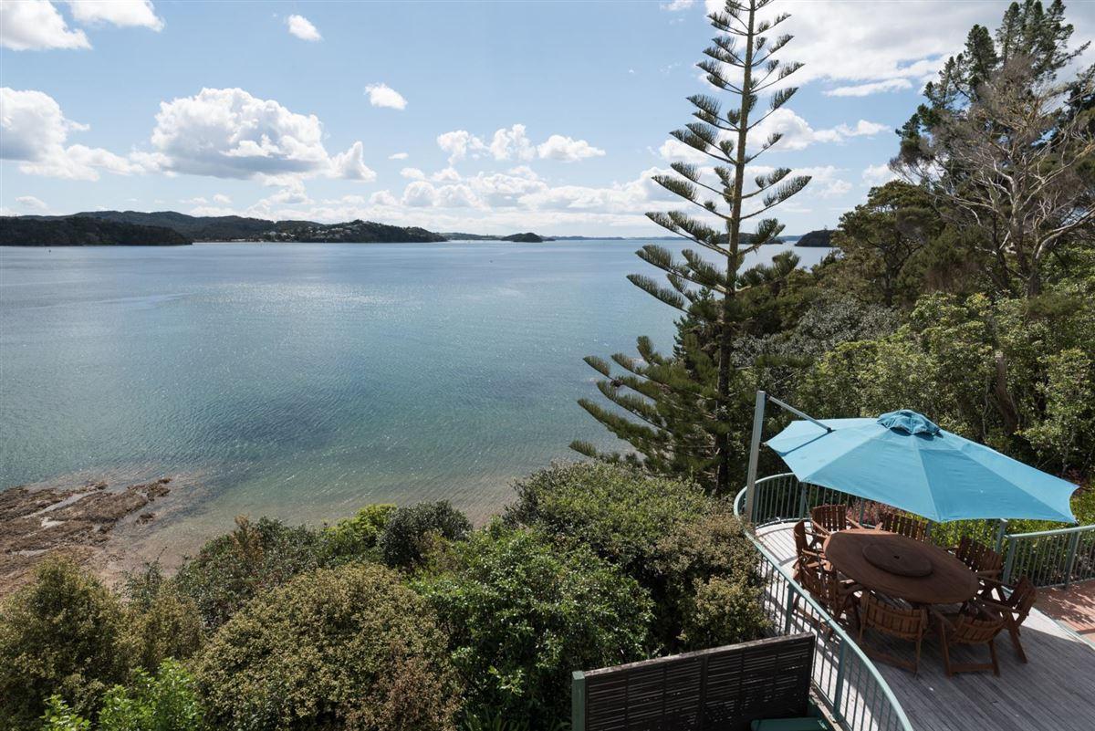 Luxury real estate Spectacular Waterfront Hideaway