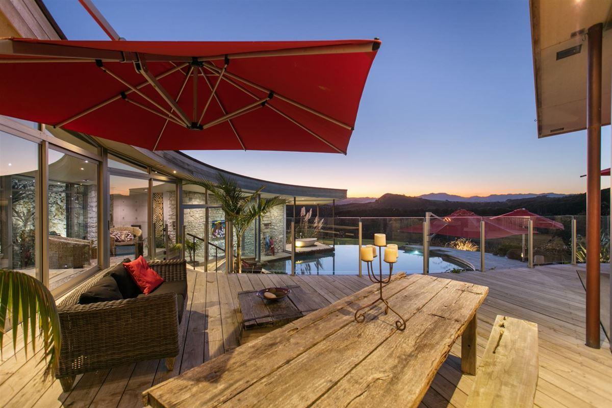 Luxury homes in Koru House in auckland