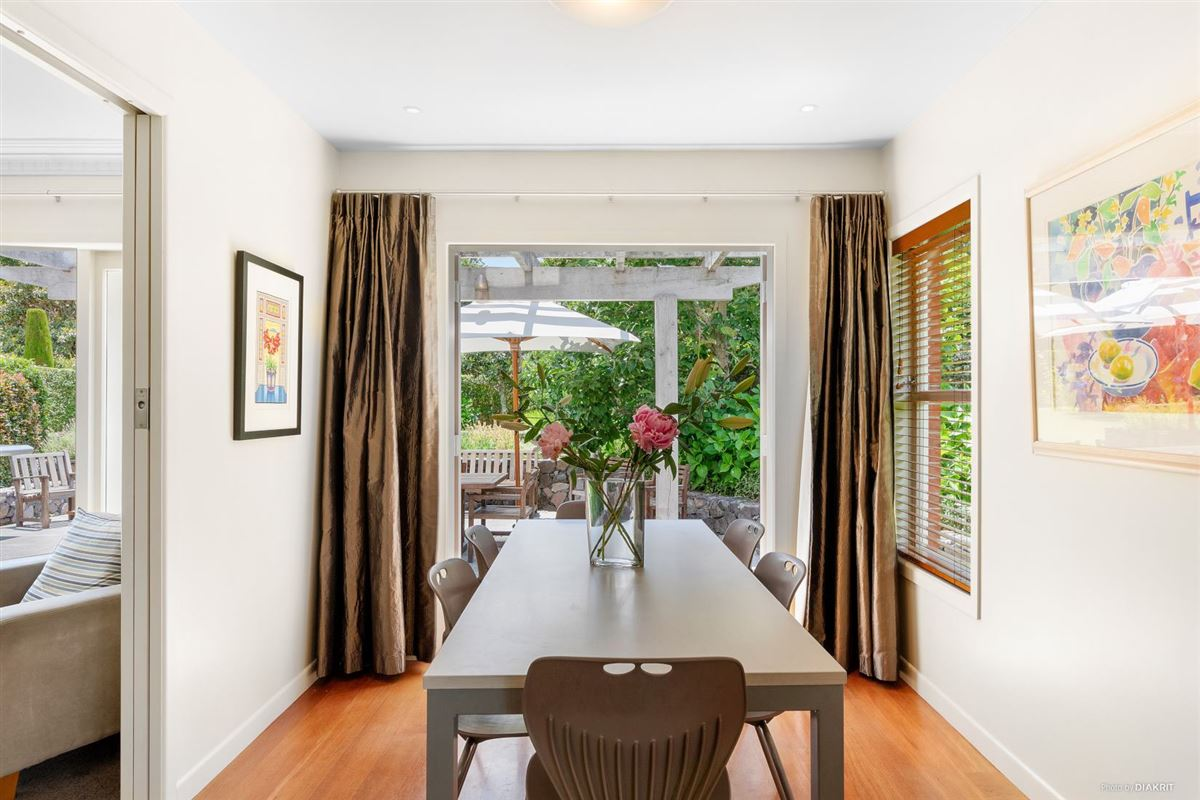 Luxury homes Beautifully presented and renovated home