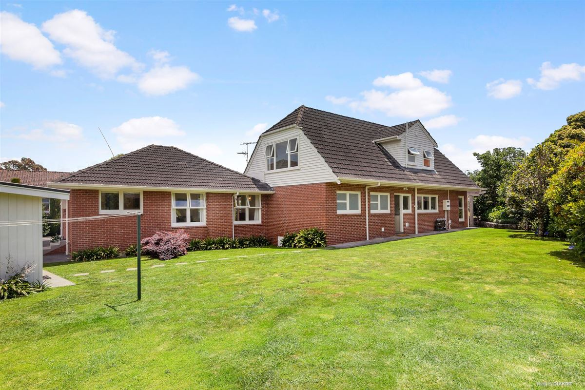 Beautifully presented and renovated home luxury homes