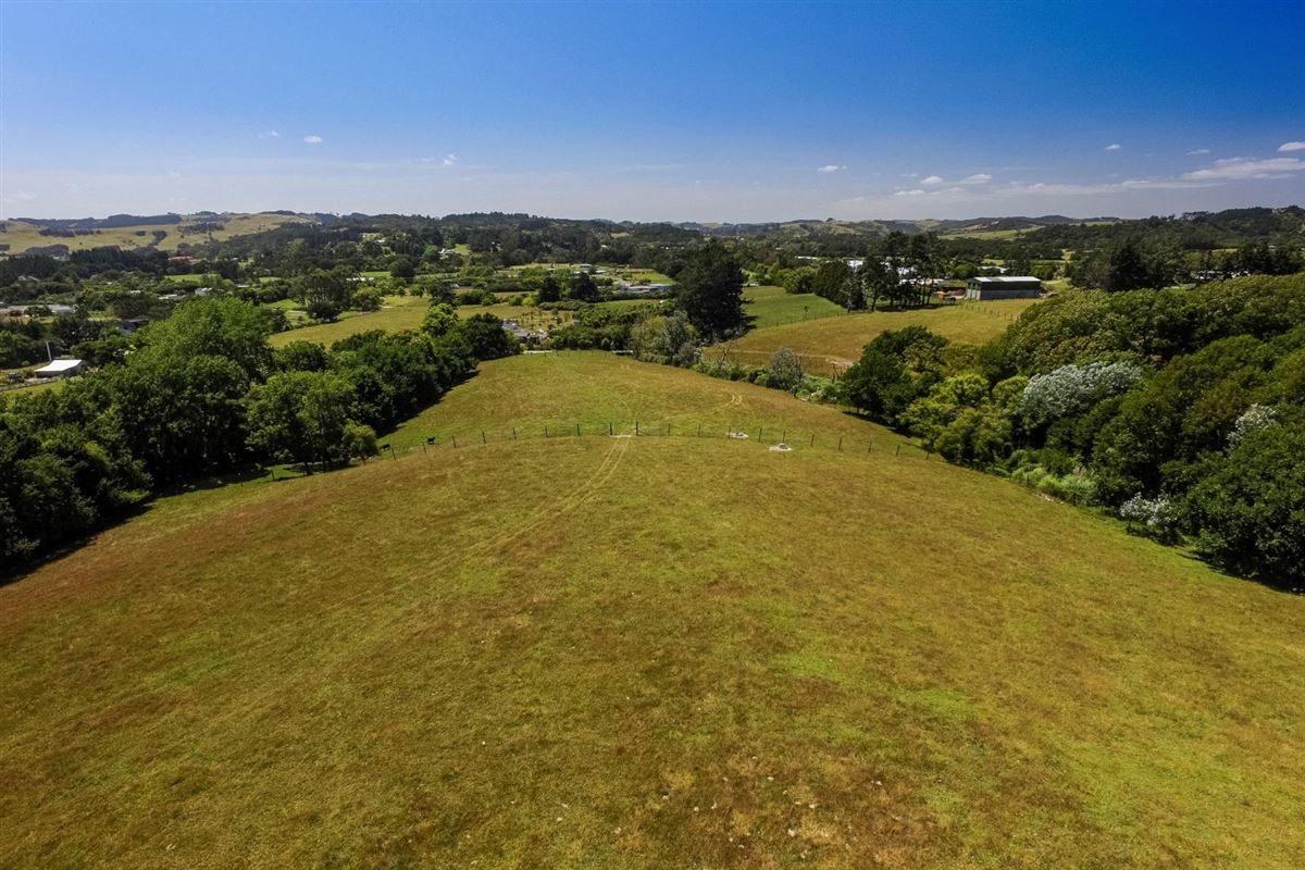 Luxury real estate Expansive property in the Countryside of Kumeu