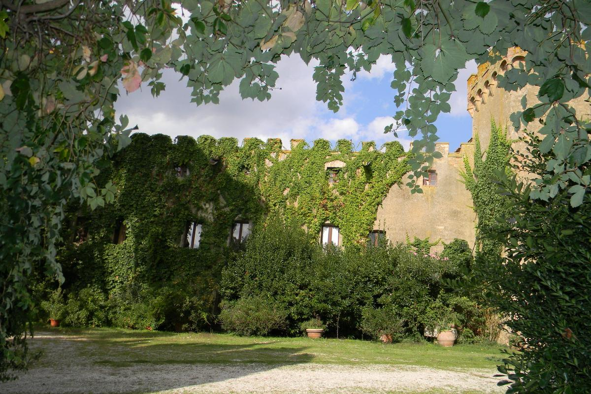 IL CASTELLO VAl D ORCIA TUSCANY luxury real estate