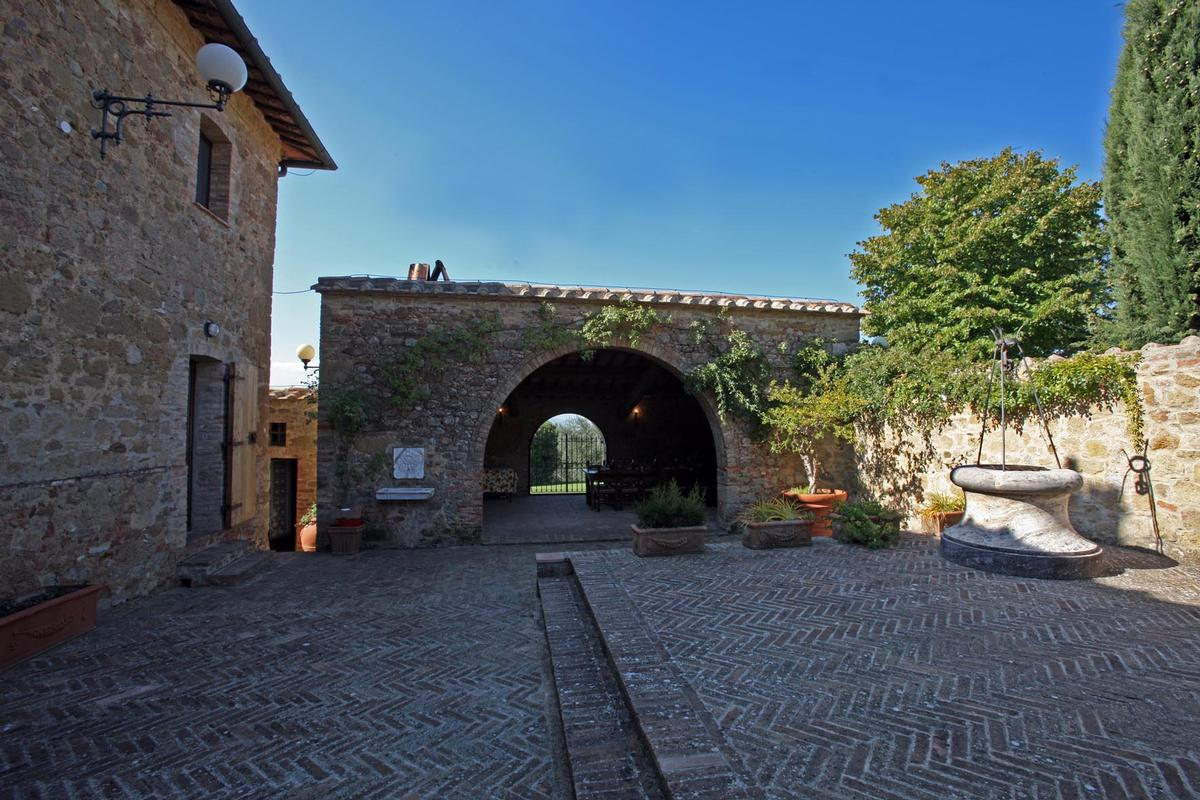 Luxury real estate  countryhouse with panoramic views valdorcia