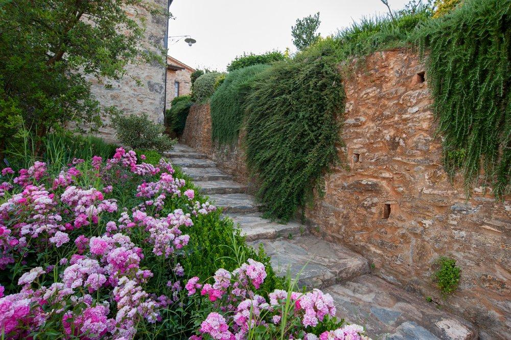 Luxury real estate Hamlet for Sale in the Heart of Tuscany