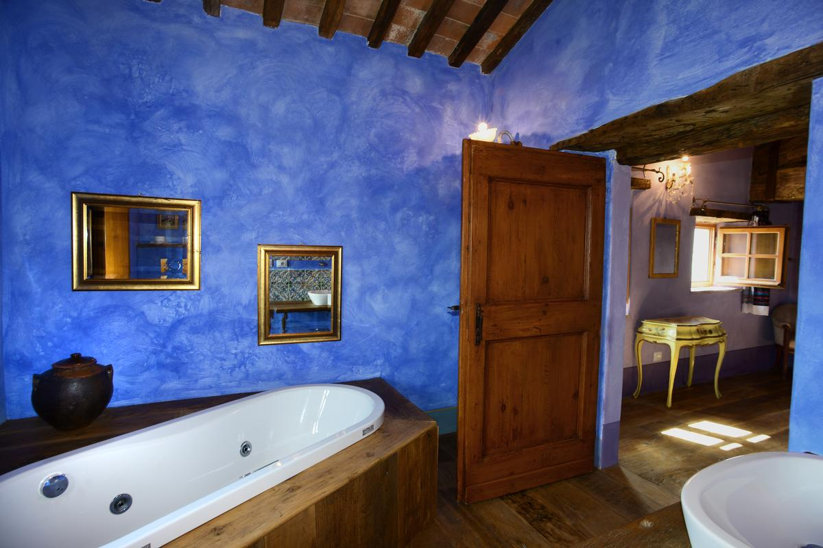 Luxury homes in VILLA LAVANDA VALDORCIA TUSCANY