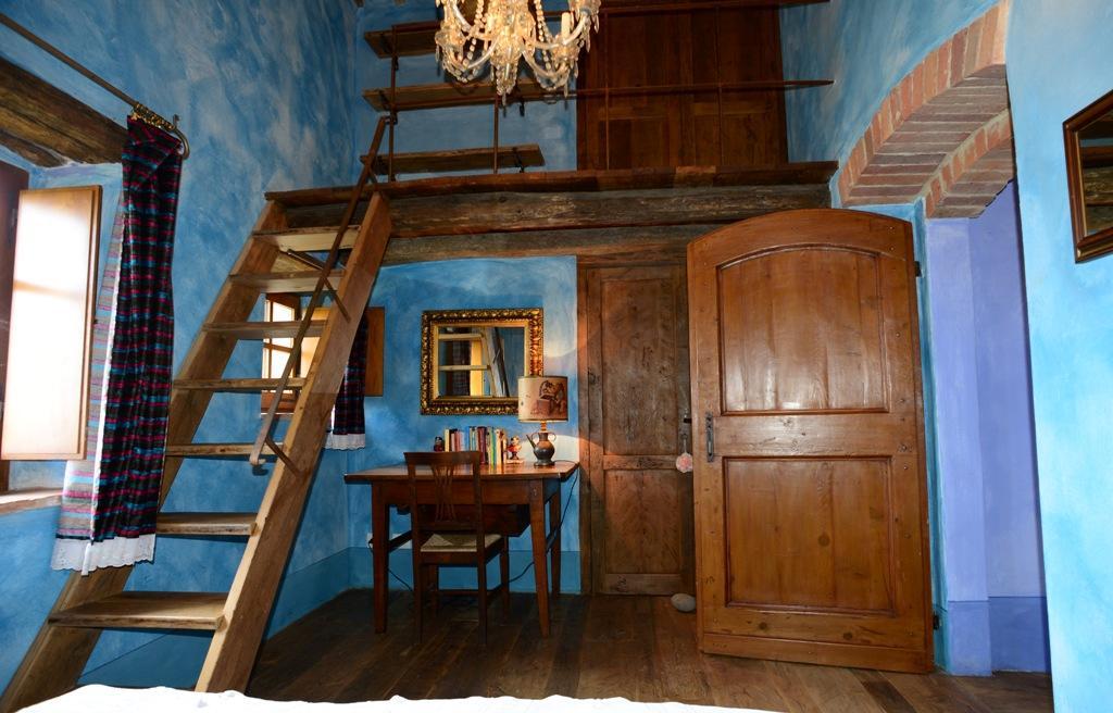 VILLA LAVANDA VALDORCIA TUSCANY  mansions