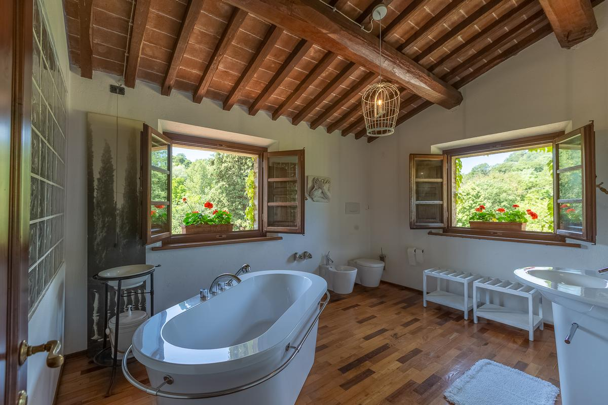 Luxury properties COUNTRY HOUSE IN MONTEPULCIANO TUSCANY