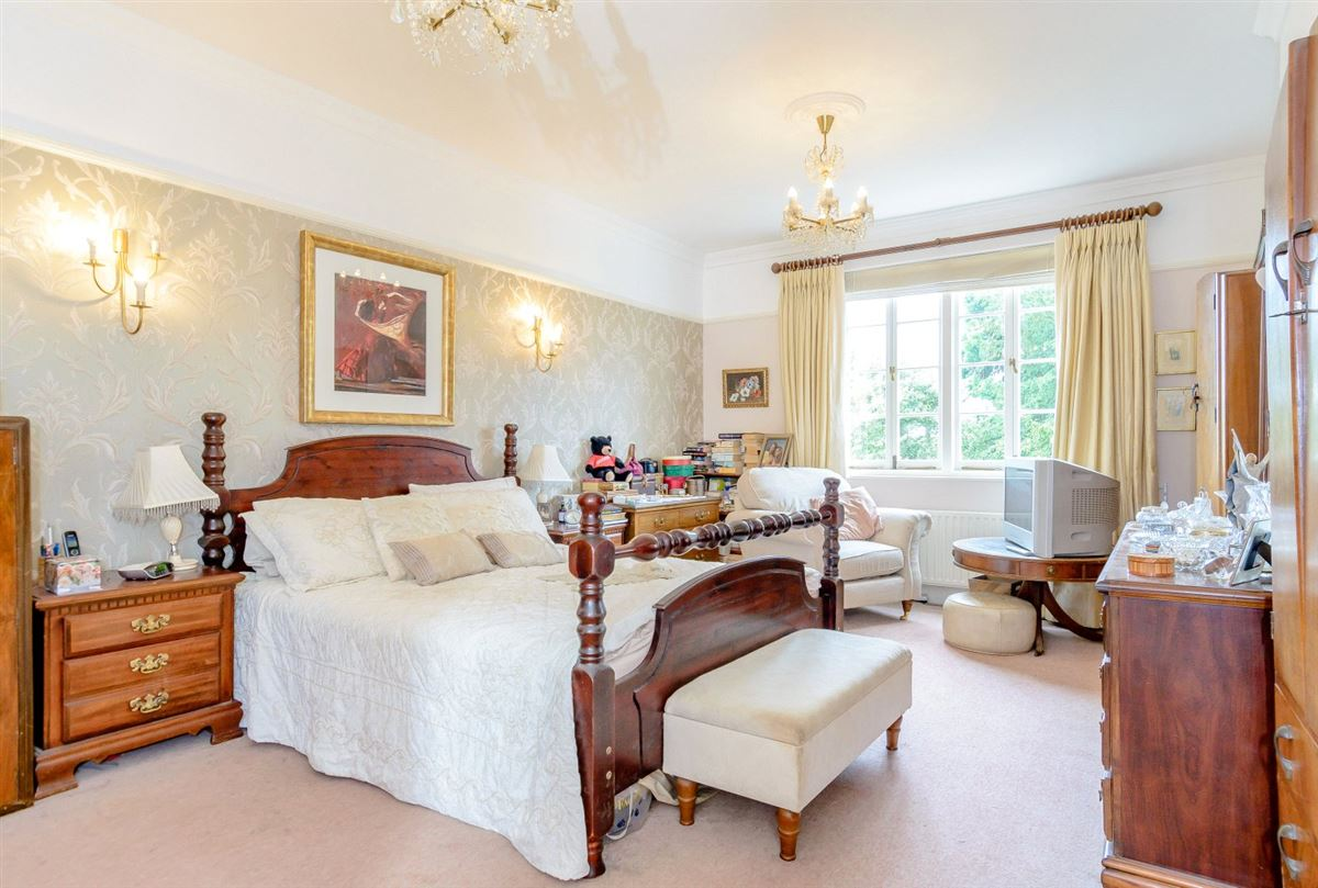 elegant townhouse in historic Shenley Manor luxury properties