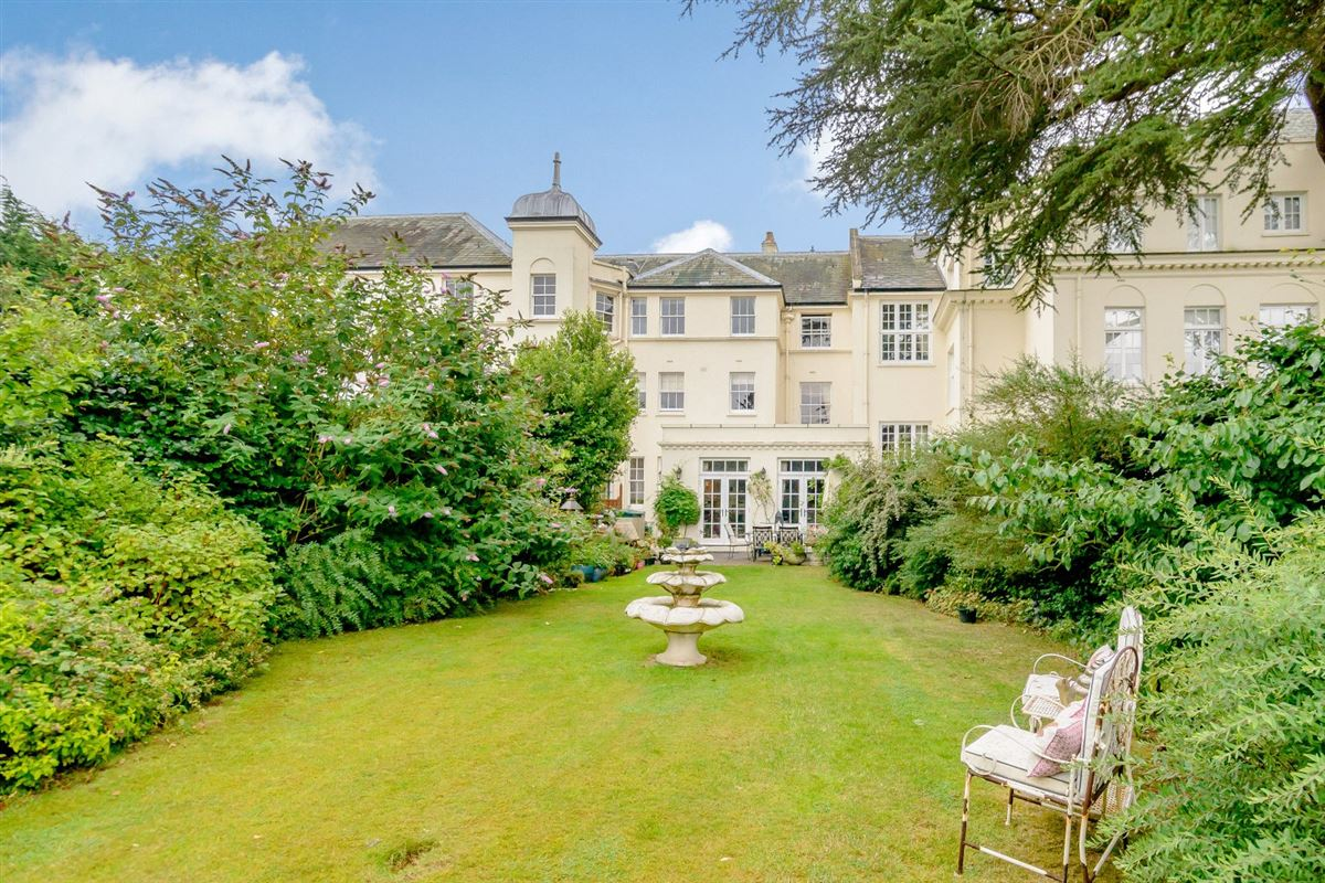 Luxury real estate elegant townhouse in historic Shenley Manor